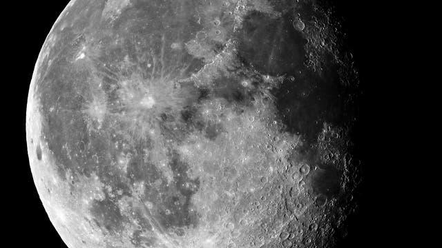 Ein abnehmender Mond
