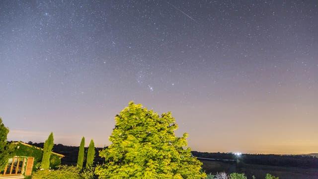 Wintersternbild Orion im Sommer mit Perseide