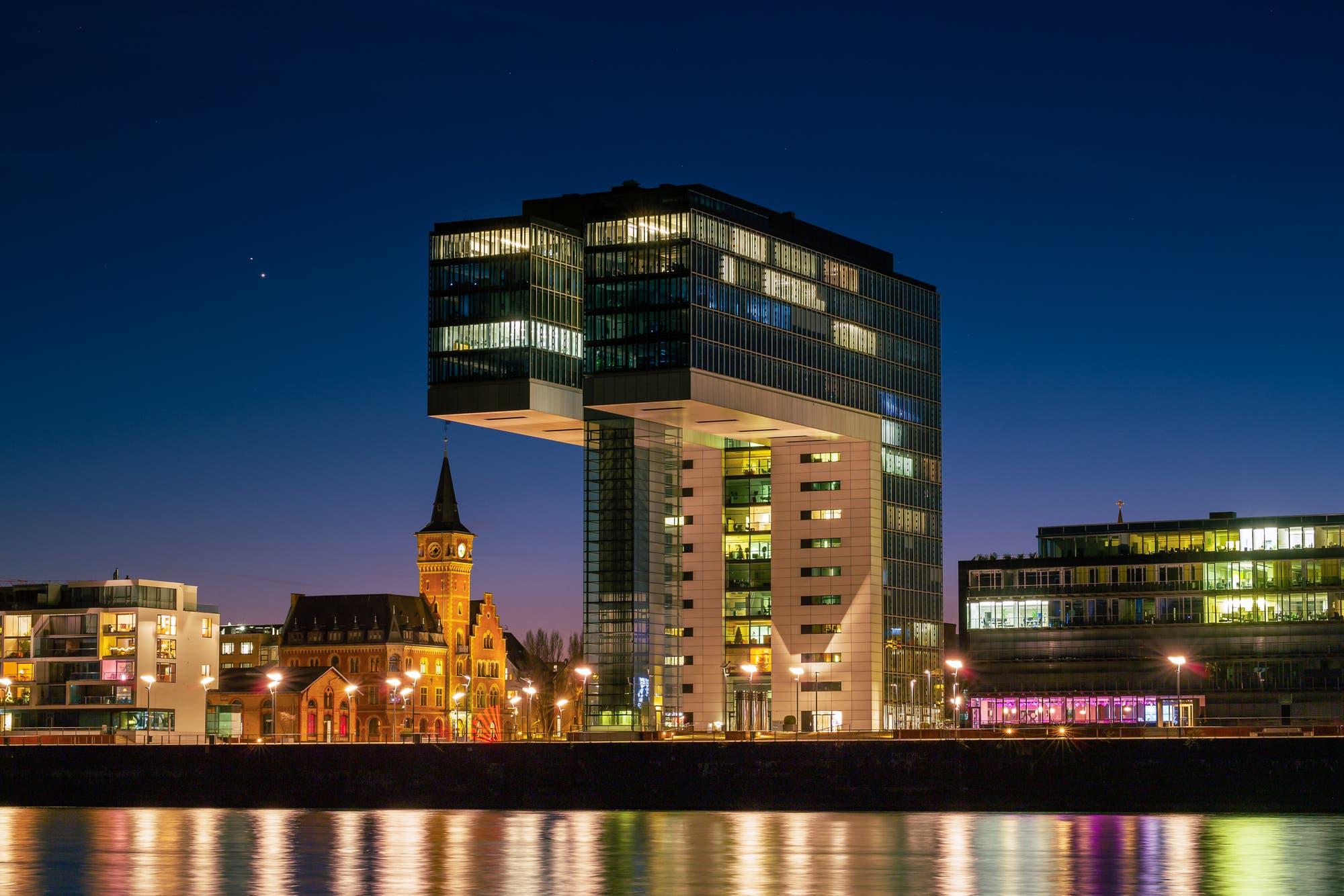 Kranhäuser in Köln mit Planeten II