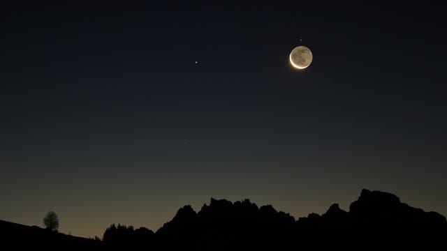 Saturn und die letzte Mondsichel