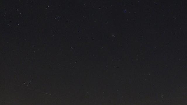 Sternbild Stier und Mars versinken unter dem Horizont