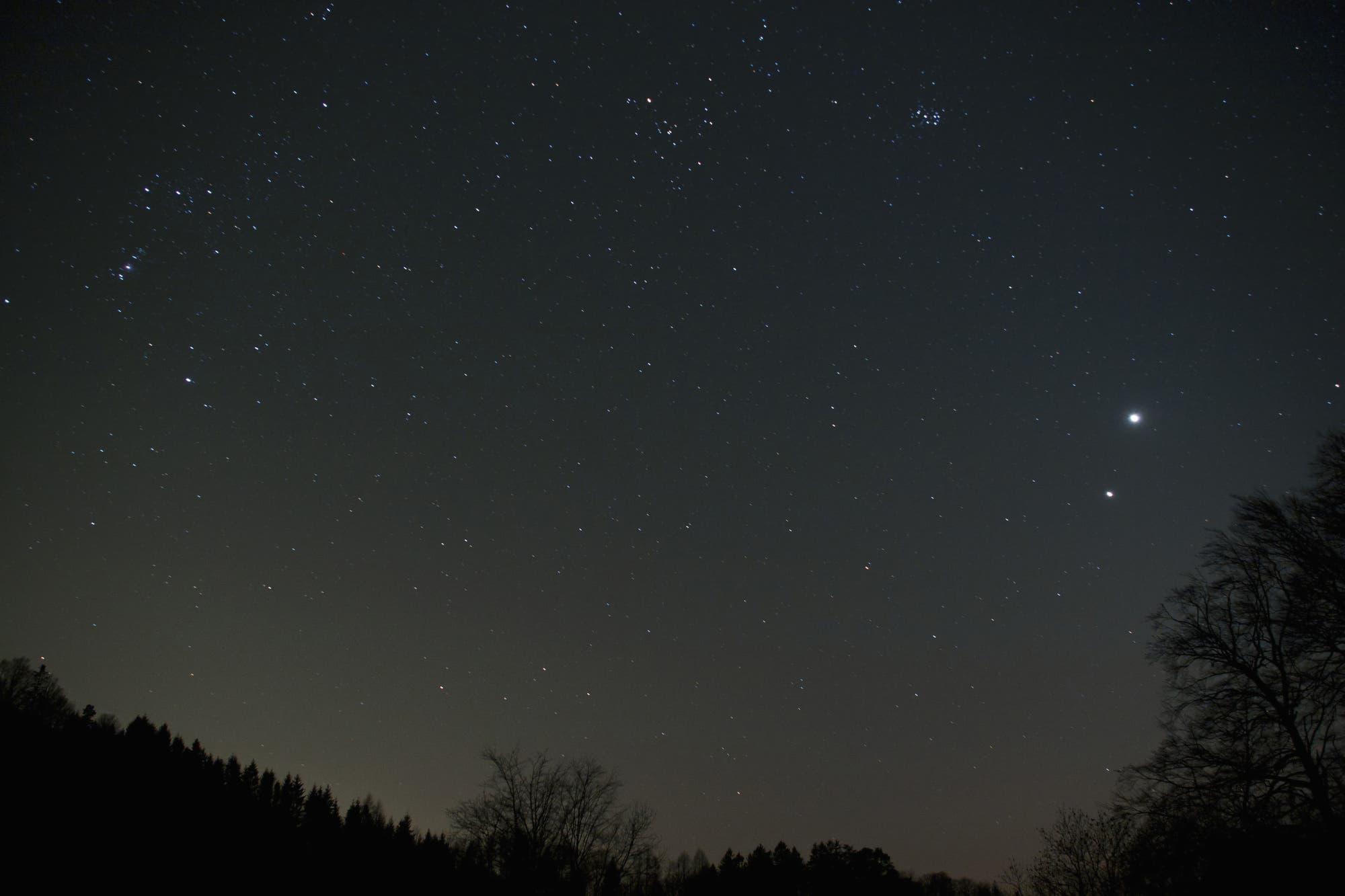 Venus und Jupiter am Nachthimmel