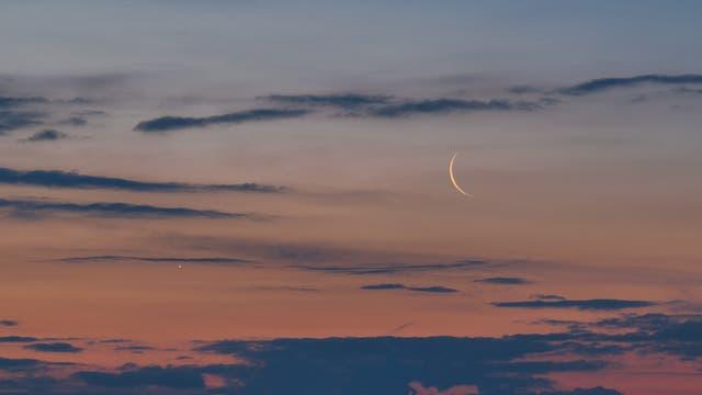Venus- und Mondsichel am Morgenhimmel