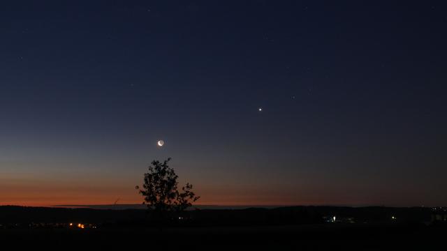 Mond, Venus und Aldebaran am Morgenhimmel