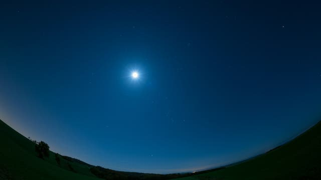 Mond im Wintersechseck