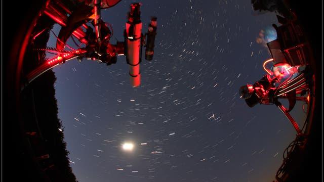 Morgenhimmel mit Mond, Jupiter und Iridium-Flare