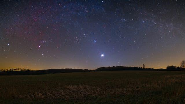 Wintermilchstraße, Venus und Zodiakallicht über dem Odenwald