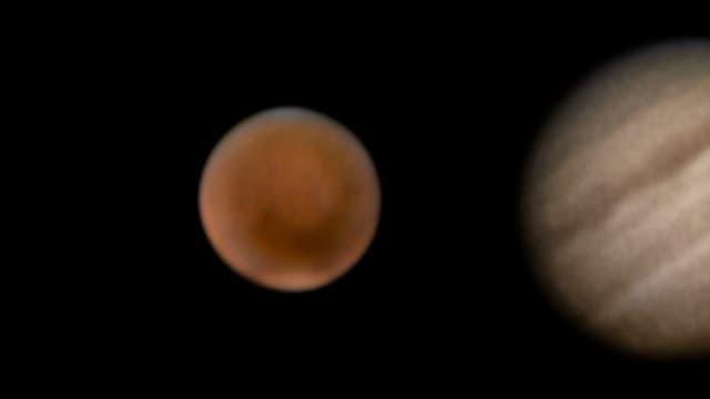 Planeten mit 65-mm-Refraktor und Systemkamera