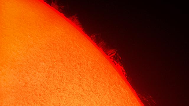 Kleine Feuerwand am 3. Juli 2017 auf der Sonne