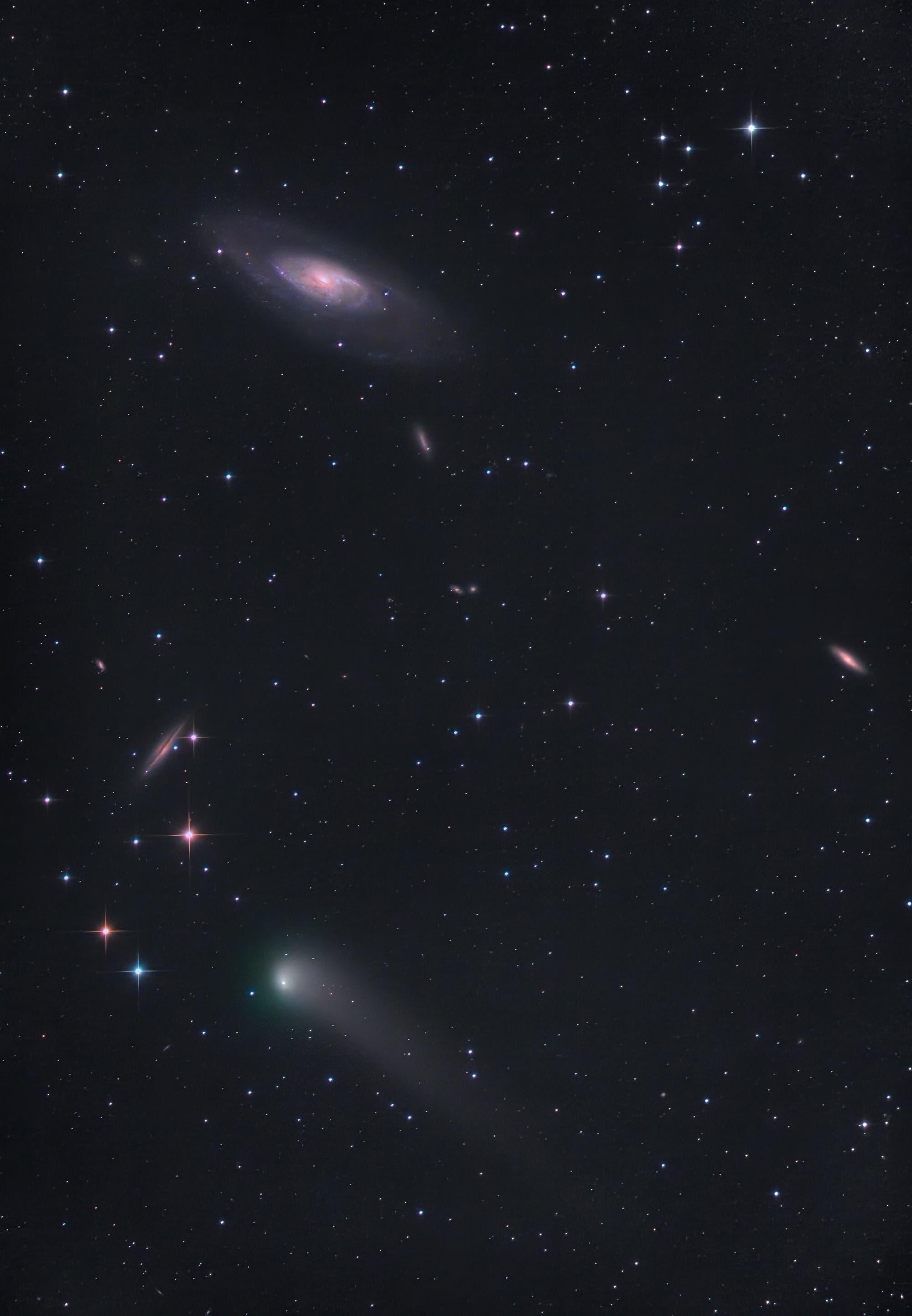 Komet C/2017 T2 (PANSTARRS) in der Nähe der Galaxie M 106
