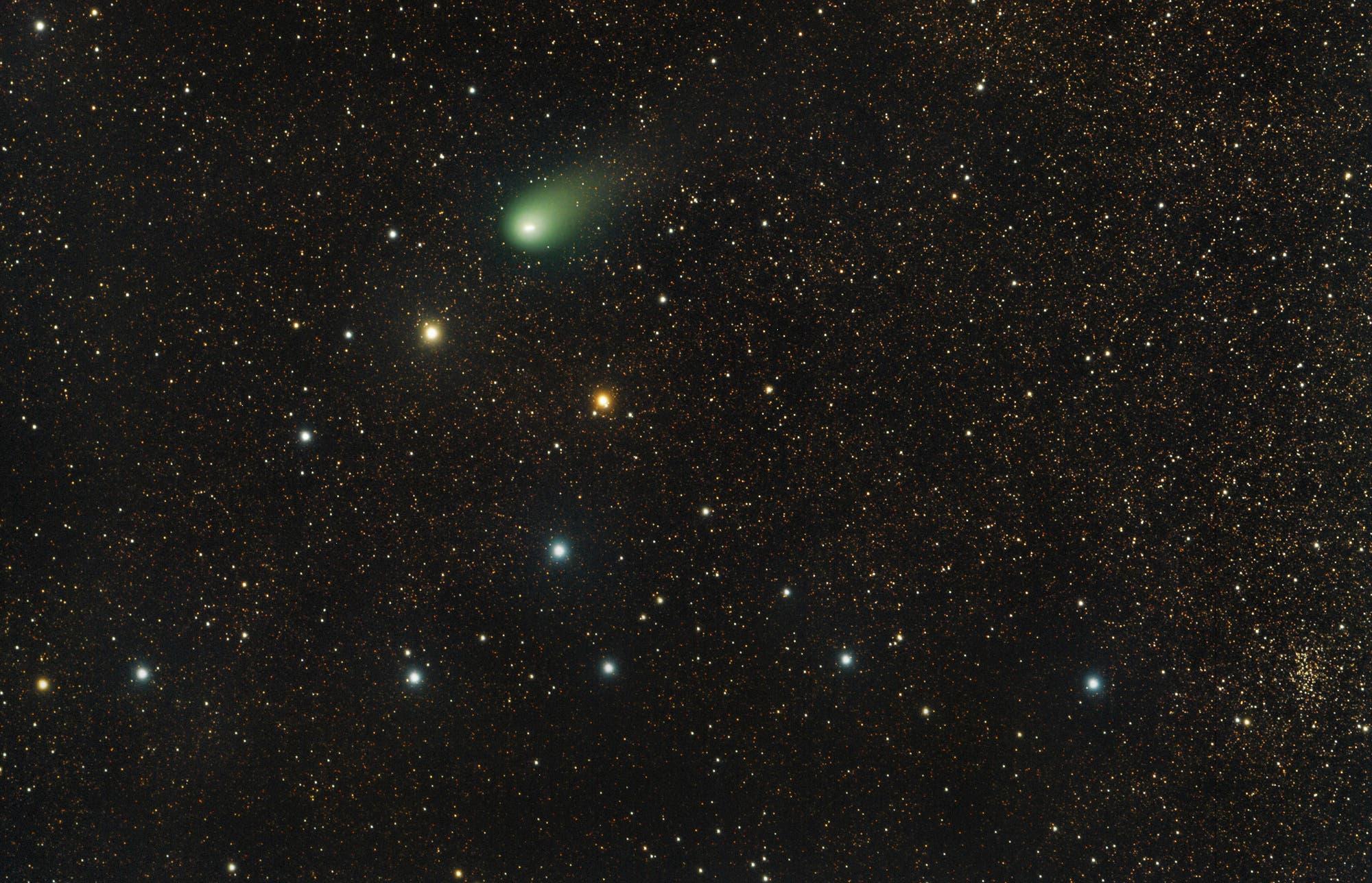 Komet C2009/P1 Garradd beim Kleiderbügelhaufen