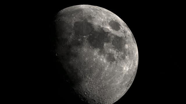 Mondmoasik des zunehmenden Mondes