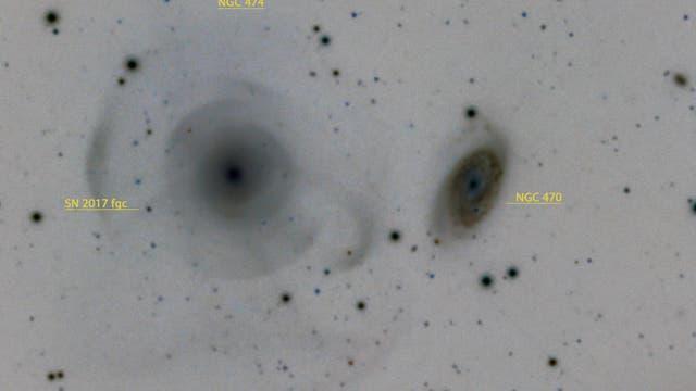 Galaxien Arp 227 mit Supernova