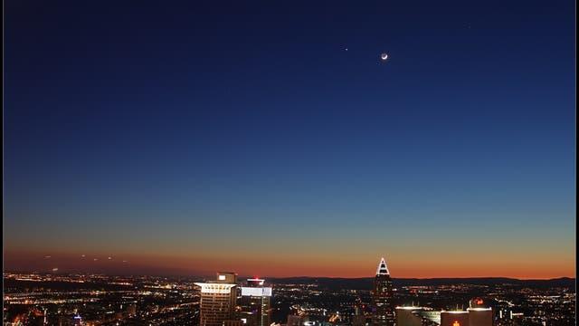 Venus, Jupiter und Mond über Frankfurt