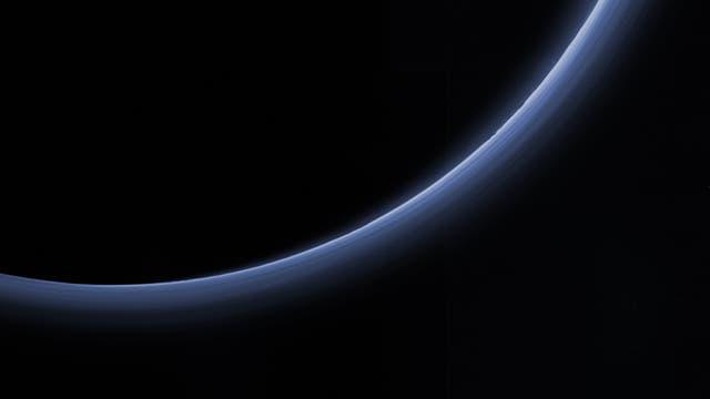 Dunstschichten in der Plutoatmosphäre