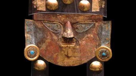 Gold und Zinnober: Totenmaske der Lambayeque-Kultur