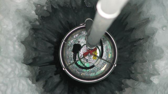 Verlegen eines IceCube-Strangs