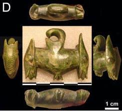 Prähistorische Ohranhänger aus grüner Jade