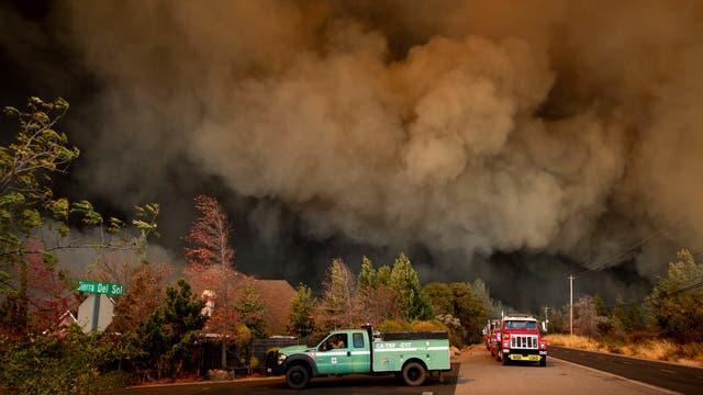 Zehntausende Menschen flohen im November 2018 vor einem sich schnell ausbreitenden Waldbrand in Nordkalifornien.