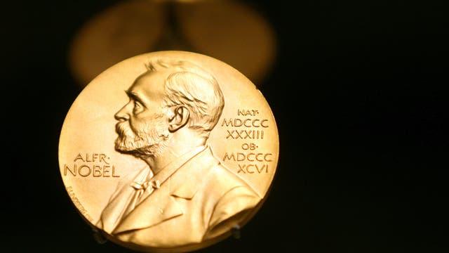 Eine Medaille zeigt das Konterfei von Nobelpreis-Stifter Alfred Nobel.