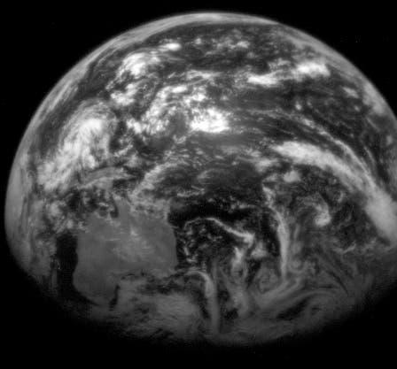 Messenger knipst die Erde im Vorbeiflug