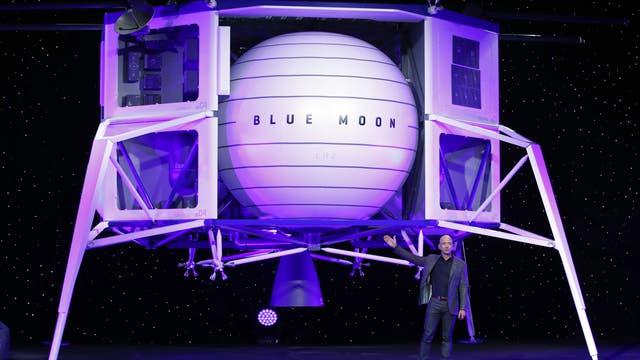 Jeff Bezos bei der Präsentation der Blue Moon Landefähre