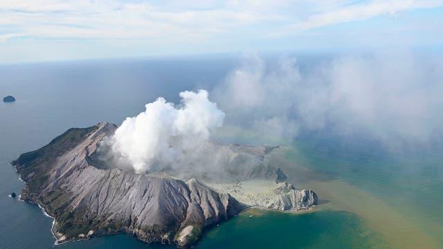 Das Luftbild zeigt White Island von oben, bald nach dem Vulkanausbruch am 9. Dezember 2019.