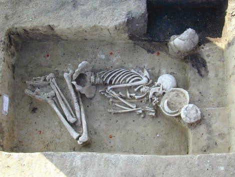 Neolithisches Grab