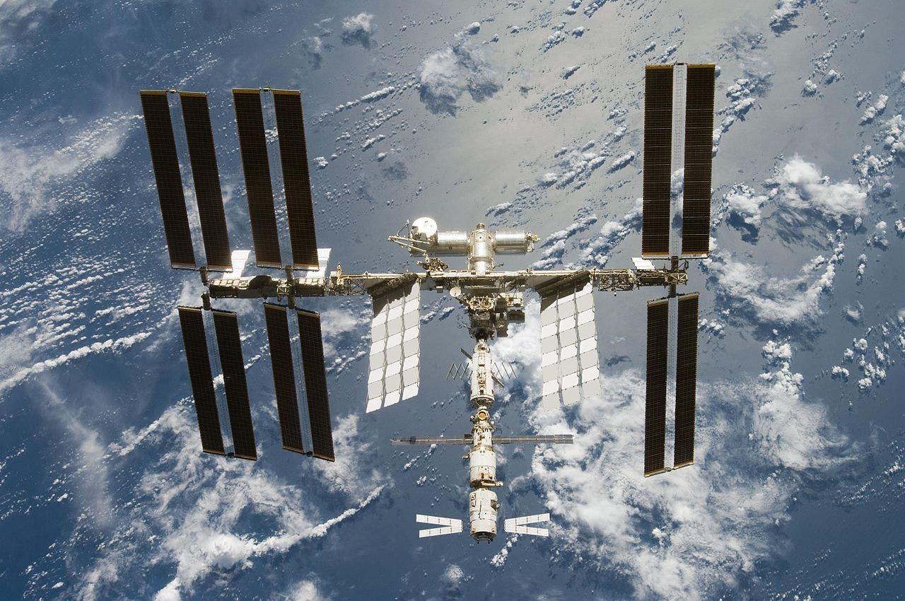 ATV hängt an ISS
