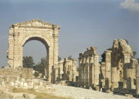 Alter Damm von Tyros