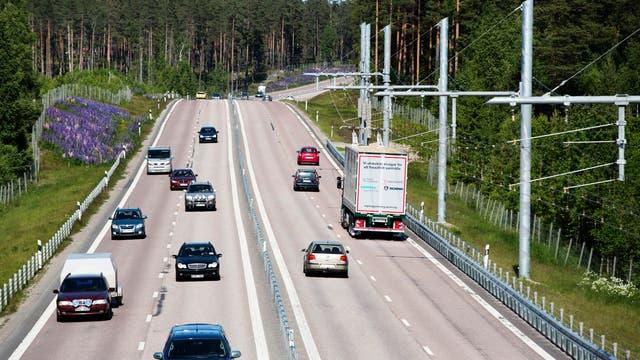 Autobahn mit Oberleitung für LKW