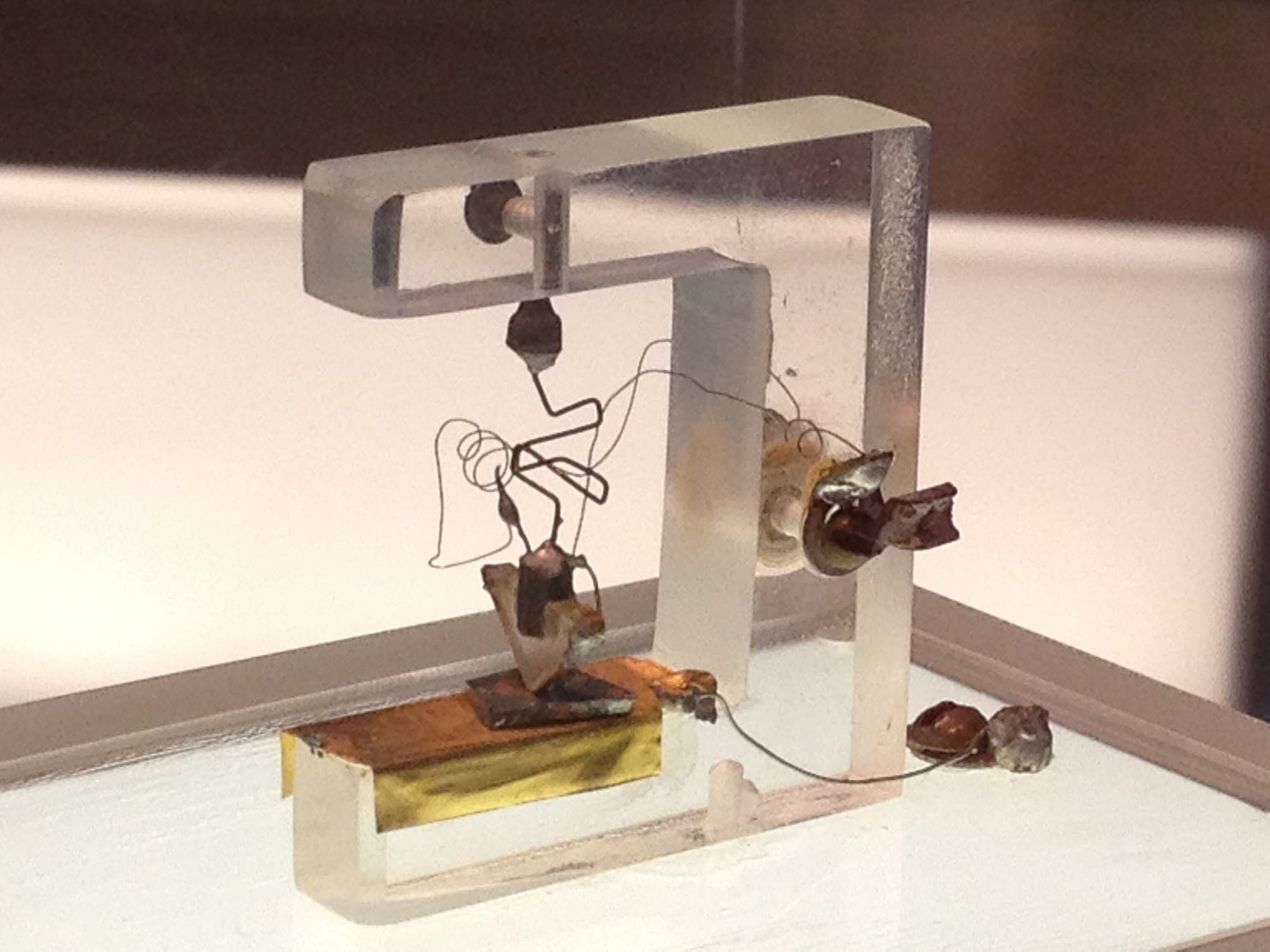 Der erste Transistor, gebaut 1947 in den Bell Labs