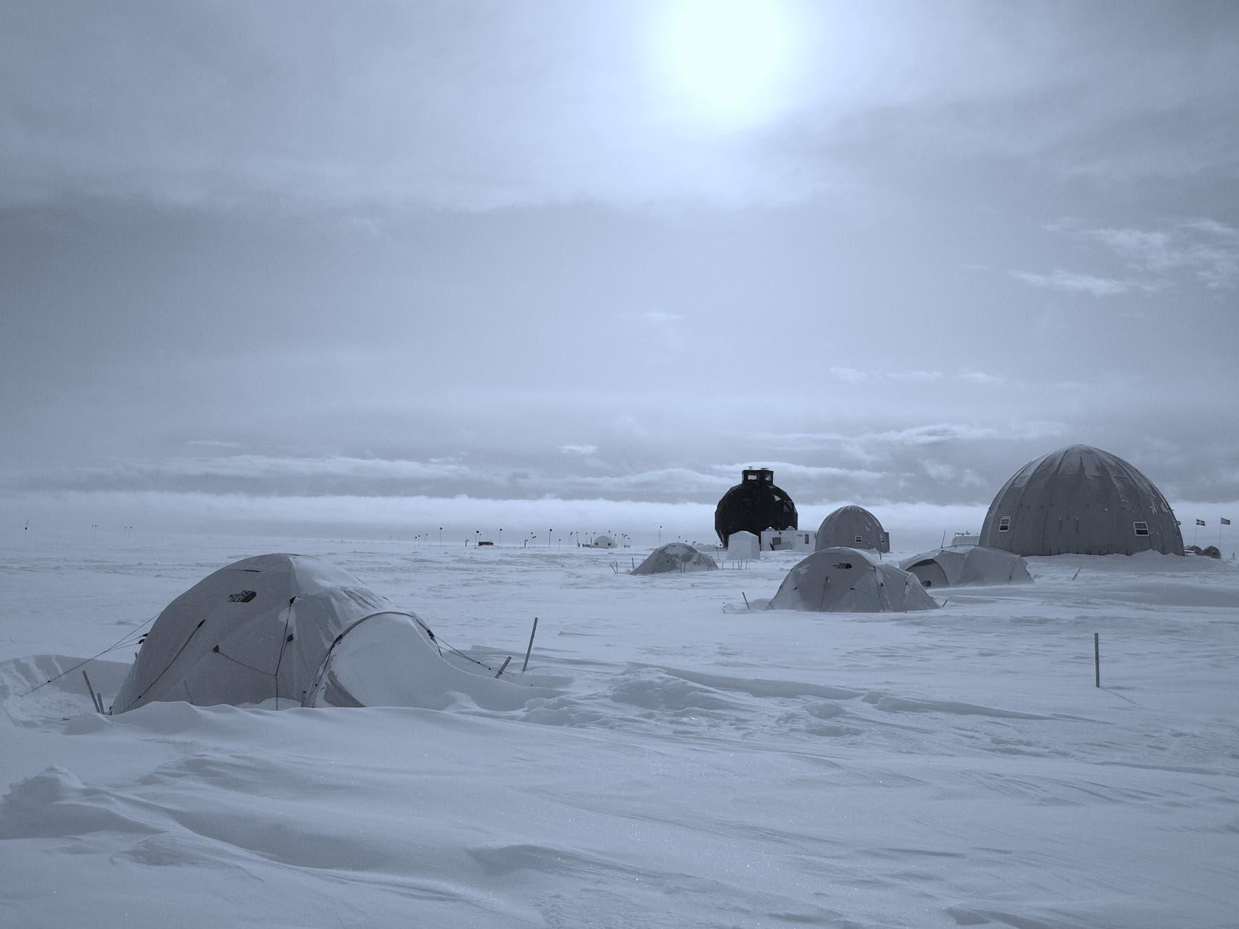 Forscher campieren auf Grönlands Eispanzer
