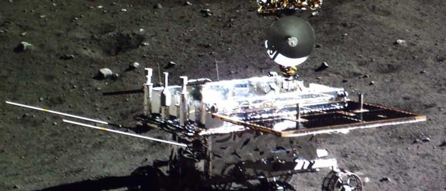 Mondrover Yutu auf der Mondoberfläche am 21. Dezember 2013