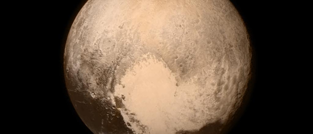 Pluto 16 Stunden vor dem Vorbeiflug