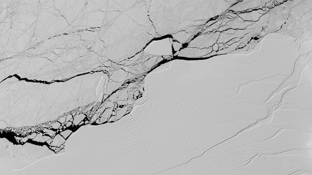 Ein Riss geht durch Larsen C (Archivbild aus dem März)