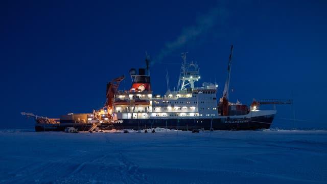 Die Polarstern im arktischen Winter