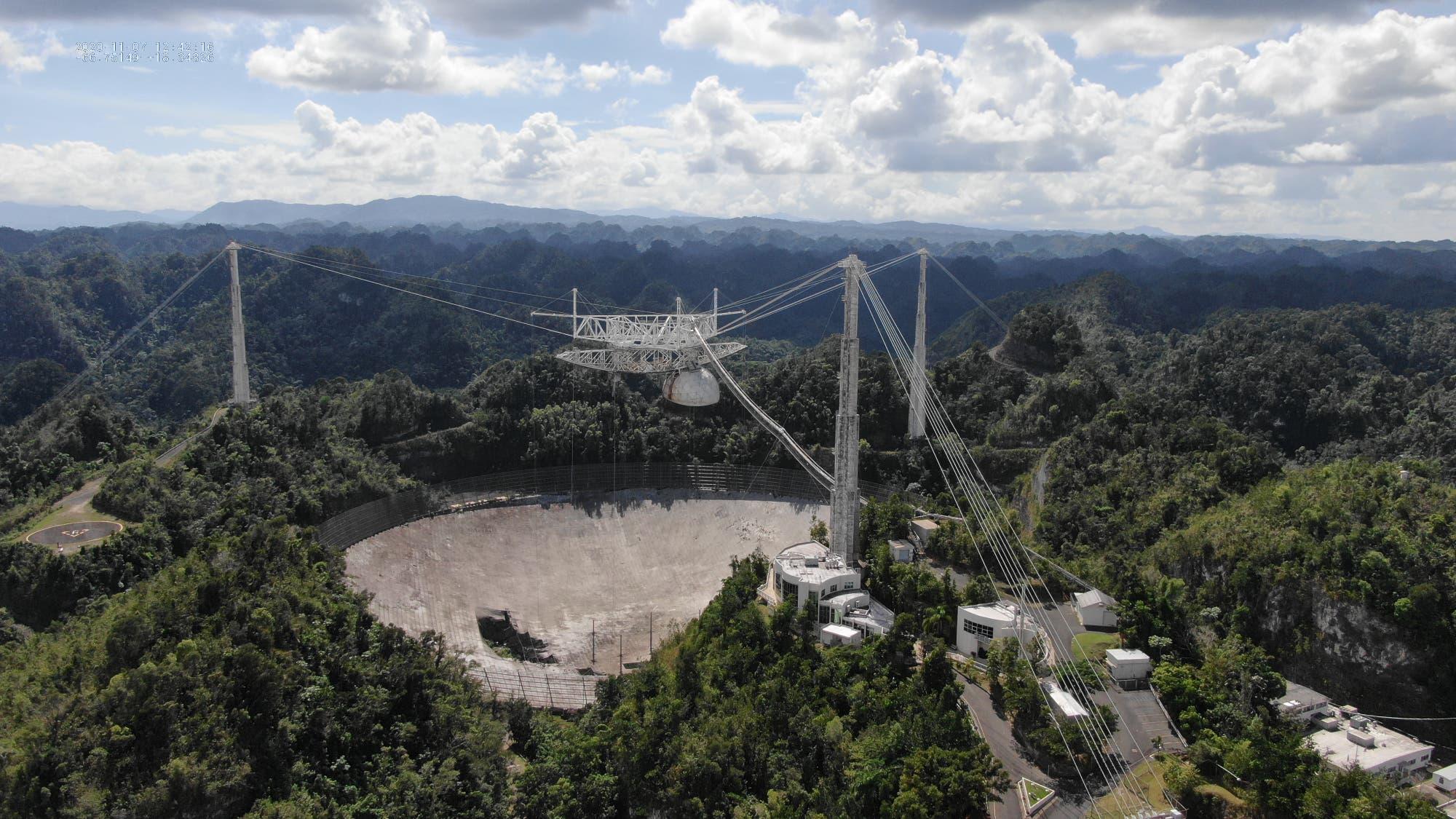 Blick auf das Arecibo-Teleskop mit Schaden im November 2020.