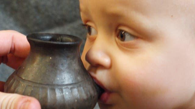 Vorgeschichtliches Babyfläschchen im Test