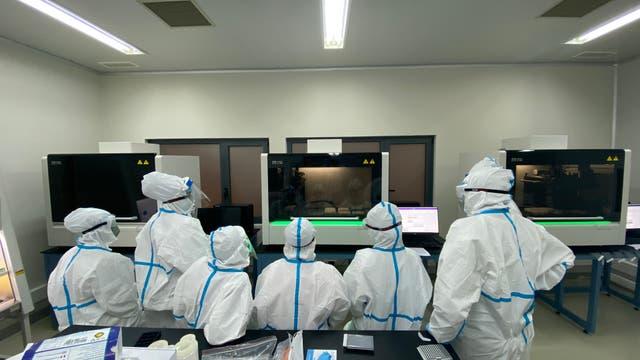 Angolas Regierung hat Labore aus China für den Nachweis von Coronaviren angeschafft.