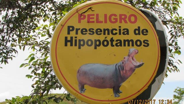 Warnschild vor den Flusspferden