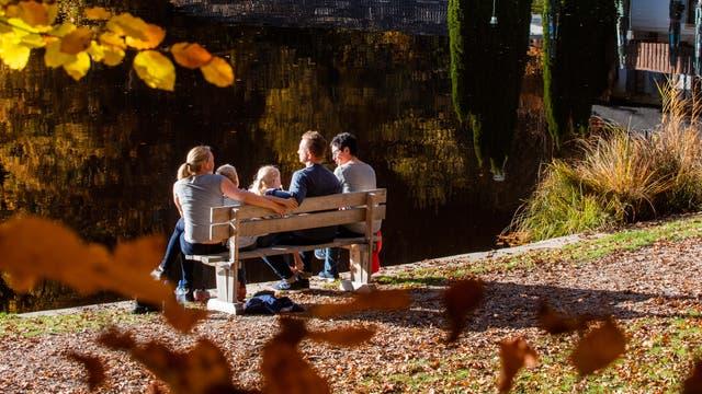 Herbstausflug bei sonnigem Wetter in der Nähe von München