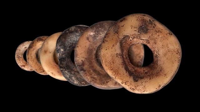 Perlen aus Straußeneiern, gefunden in Lesotho