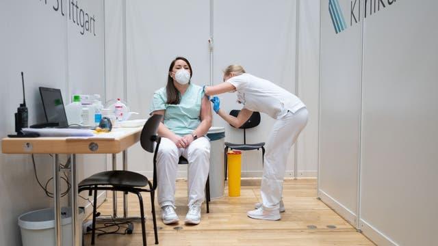 Medizinisches Personal gehört zur ersten Gruppe von Menschen, die Anrecht auf eine Covid-19-Impfung haben.