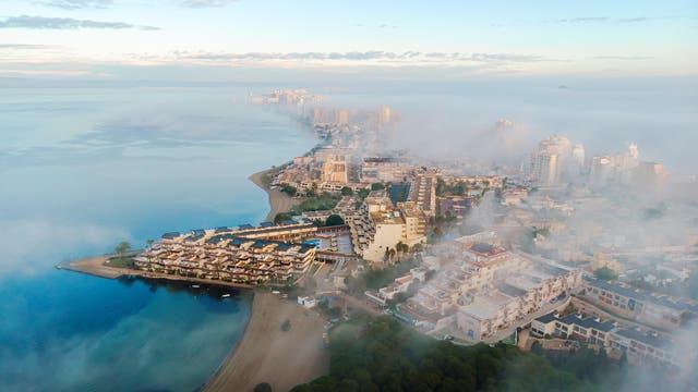 Der Ort La Manga del Mar Menor liegt am Ufer der Salzsees Mar Menor im Südosten Spaniens.