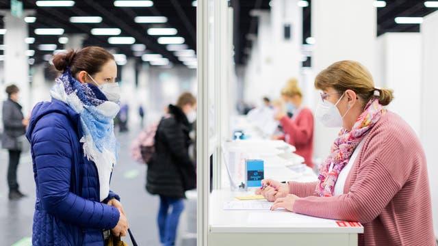 Anfang März war es im Impfzentrum in der Koelnmesse noch möglich, sich mit dem Impfstoff von AstraZeneca impfen zu lassen.