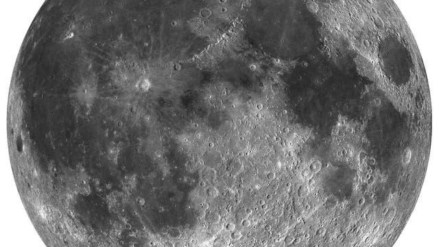 Der Mond der Erde: Die Regionen, in denen vermutlich Hämatit vorkommt, sind rot hervorgehoben.