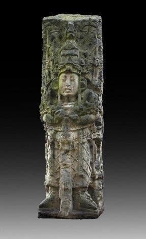 Herrscherstele von Waxaklajunn Ub'Aah K'awiil (695-738 n. Chr.)