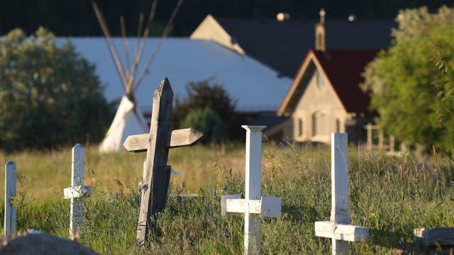 Ein Blick auf den Friedhof in Cranbrook, British Columbia, Kanada, am 30. Juni 2021. Eine weitere indigene Gemeinde in British Columbia sagt, dass man mit einem Bodenradar menschliche Überreste in der Nähe einer ehemaligen Internatsschule gefunden habe.
