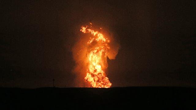 Feuersäule über dem Kaspischen Meer am 4. Juli 2021
